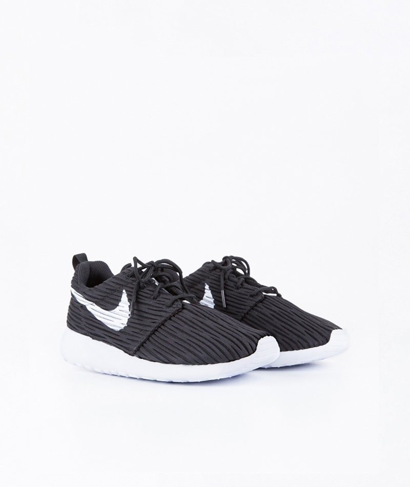 NIKE Roshe One Sneaker black/white