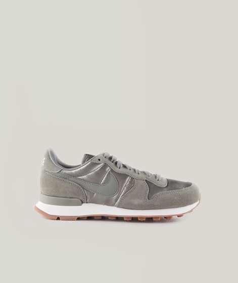 NIKE Internationalist Sneaker stucco