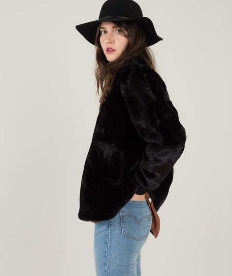 JUST FEMALE Carol Fake Fur Jacke black