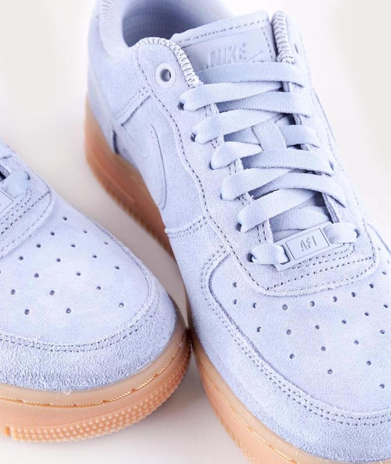 NIKE WMNS Air Force 1 `07 SE Sneaker