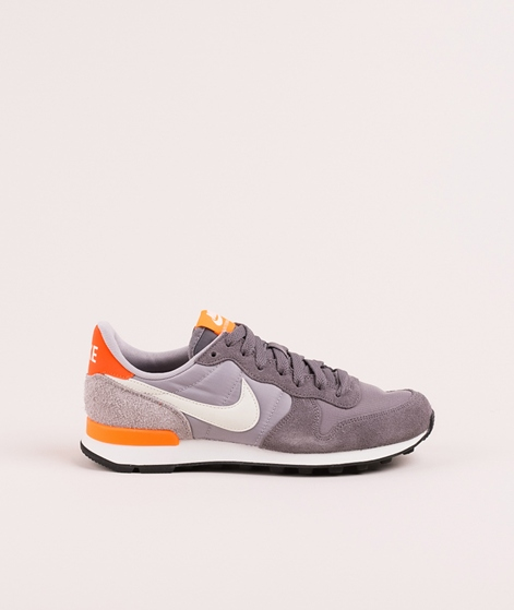 NIKE WMNS Internationalist Sneaker gunsm