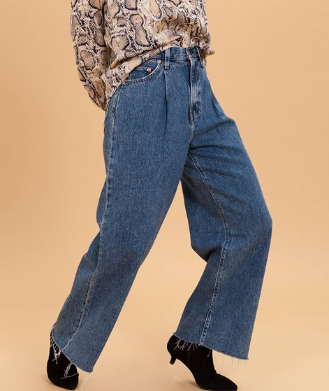 LEVIS Ribcage PLeated Cropped Jeans now and then