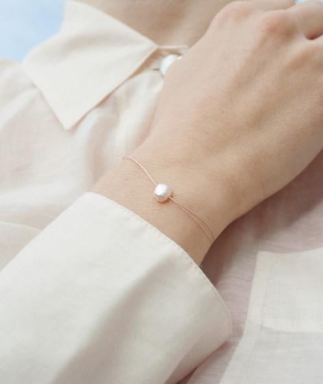 JUKSEREI Good Luck Pearl Armband nude