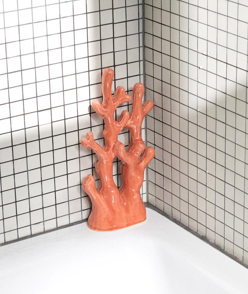 MADAM STOLTZ Standing Stoneware coral