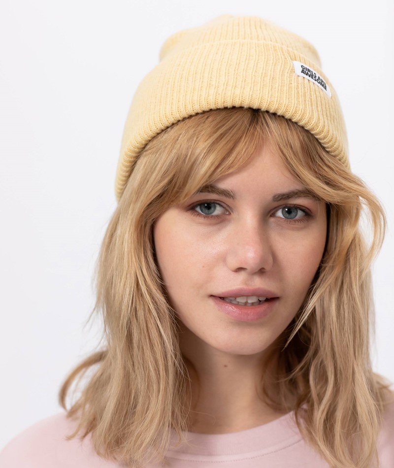 GIRLS ARE AWESOME Classic Beanie gelb