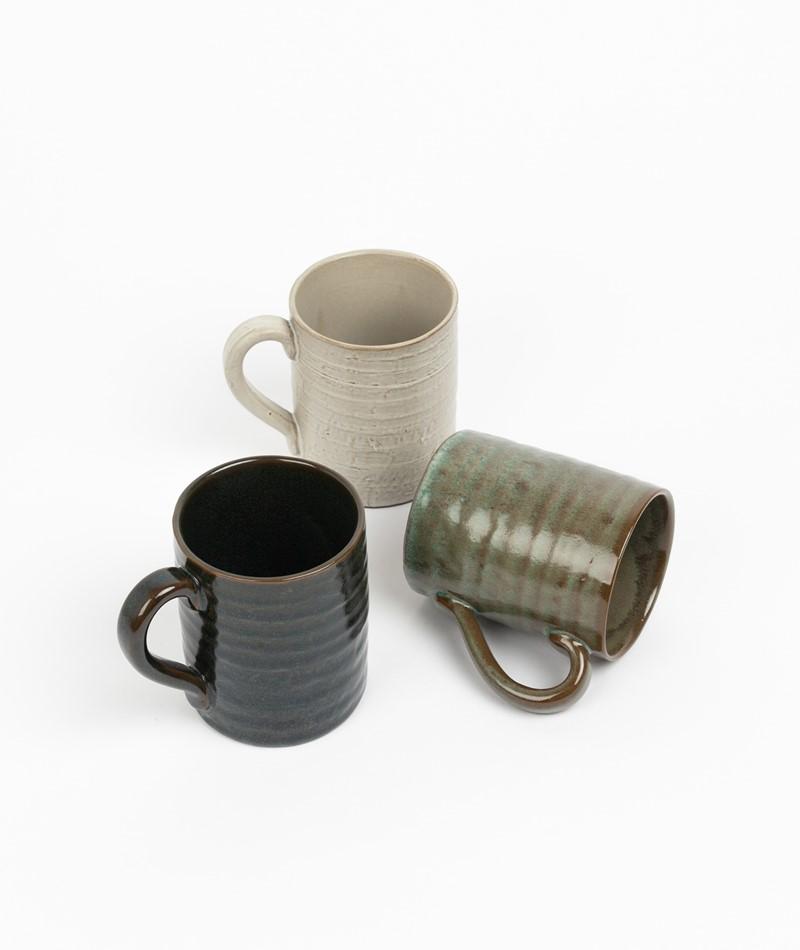 MADAM STOLTZ Stoneware Tasse dunkel grün