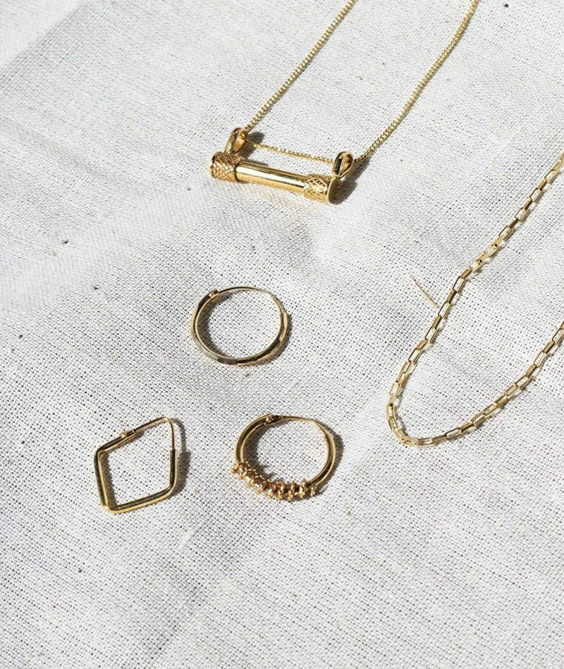 FLAWED Tiny Square Hoop gold